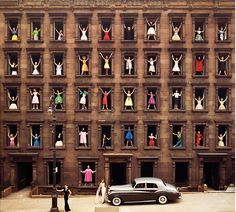 c86:  Ormond Gigli - Women in the windows in Manhattan,...