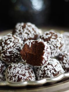 Raw Brownie Bites #healthy #dessert #recipe #raw #vegan #brownie #ball