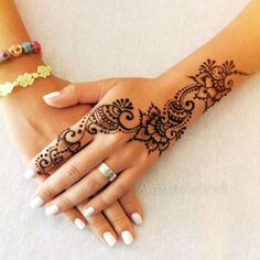 40 Delicate Henna Tattoo Designs: