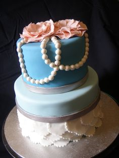 I have been wanting to do the scalloped edging on a cake for a while now, and finally I got my chance! Yay