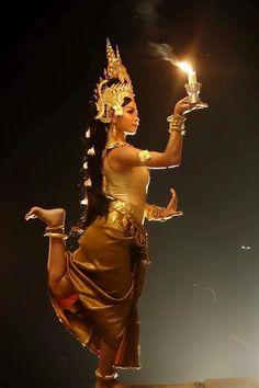 Photo Khmer Tattoo, Cambodian Art, Thailand Fashion, Dance Magazine, Tribal People, Tribal Belly Dance, Thai Art, Dance Poses, Body Poses