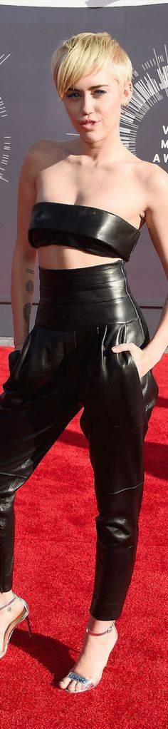 2014 MTV Video Music Awards Red Carpet and Performances / Miley Cyrus in Alexandre Vauthier