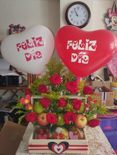 Balloon Surprise, Garland, Balloons, Table Decorations, Christmas, Food, Ideas, Frases, Man Birthday Presents