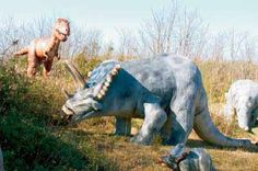 Roadside Statue Garden: Dinosaurs, Cave City, Kentucky As archaeologists discovered dinosaur skeletons in far-flung places, many a visitors bureau saw their areas status as one-time dinosaur stomping grounds as the key to tourism growth.