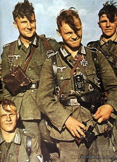 Soldados Alemanes / Deutsche soldiers (foto en color) #Historia #IIGM