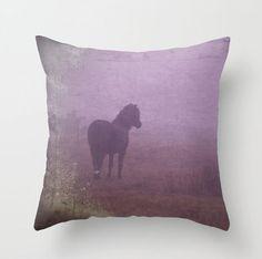 Purple coussins/couverture pourpre horse par MitchMcfarlanePhotos