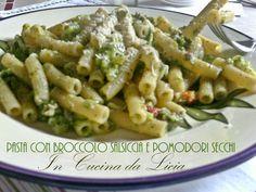 Pasta con broccolo salsiccia e pomodori secchi http://blog.giallozafferano.it/incucinadalicia/pasta-con-broccolo-salsiccia-e-pomodori-secchi/
