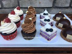 Blog o pečení všeho sladkého i slaného, buchty, koláče, záviny, rolády, dorty, cupcakes, cheesecakes, makronky, chleba, bagety, pizza. Baking Cupcakes, Mini Cupcakes, Cupcake Cakes, Cheesecake Brownies, Panna Cotta, Deserts, Minis, Cookies, Blog