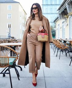36 New ideas for clothes for work offices business capsule wardrobe Classy Outfits, Trendy Outfits, Chic Outfits, Winter Outfits, Summer Outfits, Beige Outfit, Outfits Mujer, Fashion For Women Over 40, Professional Outfits