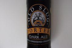 Cerveja Old Slug Porter Dark Ale, estilo Porter, produzida por RCH Brewery, Inglaterra. 4.5% ABV de álcool.