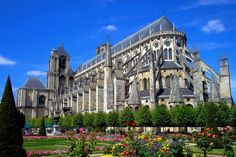 Bourges is a medieval city with a rich architectural landscape: its Gallo-Roman remains, the Saint-Etienne Cathedral the route of Jacques Heart ... It is also a cultural center known throughout the world thanks to the Printemps de Bourges, one of the major events of the French music scene.