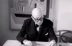 Filme raro mostra Le Corbusier discutindo poesia e sua obra em seu apartamento em Paris