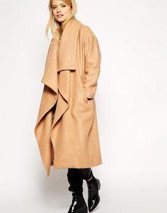 ASOS Petite   ASOS PETITE - Manteau oversize avec effet cascade drapé chez ASOS