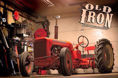A 1939 Allis-Chalmers Model B restored by Eric Del Ponte is a mix of antique tractor, hot rod and dragster. Allis Chalmers Tractors, Ford Tractors, Antique Tractors, Vintage Tractors, Garden Tractor Pulling, Homemade Tractor, Small Tractors, Dodge, Classic Tractor