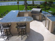 Best Outdoor Kitchen Designs For New Years Cooking & Grills: Excellent Walk In Outdoor Kitchen Design With L Shaped Island Black Tiles Counter Top And Stainless Steel Grill And Storage On Outdoor Patio With Paved Stone Floor Ideas Outdoor Kitchen Grill, Outdoor Kitchen Countertops, Outdoor Kitchen Design, Outdoor Kitchens, Outdoor Barbeque, Kitchen Rustic, Outdoor Cooking, Outdoor Entertaining, Backyard Bar
