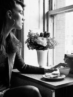 Quando a gente decide ouvir o que os outros acham que é melhor pra nós, acabamos ficando no meio do caminho. Silencie todas as vozes e ouça o seu coração, é ele quem escolhe onde ir e quando ficar.   Rosi Coelho