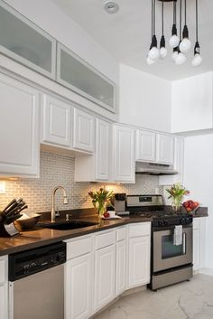 Get inspired by Traditional Kitchen Design photo by Tahar Decor. Wayfair lets you find the designer products in the photo and get ideas from thousands of other Traditional Kitchen Design photos. Tall Kitchen Cabinets, Built In Cabinets, Grey Cabinets, Painting Kitchen Cabinets, Best Paint Colors, Kitchen Paint Colors, Kitchen Designs Photos, Kitchen Models, Traditional Kitchen