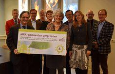 Vrijdag 29 november 2013 hebben voorzitter Margreet van Gastel van Milieusamenwerking Regio Arnhem (MRA) en directeur Recycling van Attero, Frans Föllings, het nieuwe contract voor de verwerking van gft ondertekend. Vanaf 1 januari 2015 verwerkt Attero het gft-afval van negen gemeenten die deel uitmaken van MRA, waaronder #Zevenaar. Dat is de uitkomst van een Europese aanbesteding. De deelnemende gemeenten zamelen per jaar naar schatting ongeveer 25.000 ton gft-afval in.