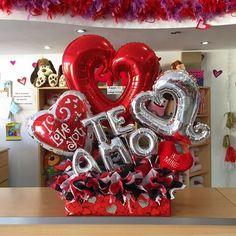 DISPONIBLE ❤️ #JoliandGift Valentines Balloons, Valentines Presents, Valentine Day Crafts, Valentine Decorations, Birthday Balloons, Balloon Decorations, Valentine Bouquet, Balloon Arrangements, How To Wrap Flowers
