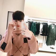 김성환(당근도령)(@hsoun9) • Instagram 사진 및 동영상 Turtle Neck, Model, Sweaters, Instagram, Fashion, Moda, Fashion Styles, Scale Model, Sweater