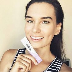 """Hottie patottie @rebeccaruhle singing praise over her @keekooil teeth whitening & mouth detox sachets: """"Smiling selfie  I've been using @keekooil to keep maintain a white smile! I do it through a process called oil pulling (link in bio for more) which helps whiten/brighten your smile, remove toxins, and freshen breath. Keeko Oil is made up of organic coconut oil and essential oils which come in three flavours too! #keeko #keekosmile""""   ----> SHOP OIL PULLING PACKS: www.keekooil.com"""