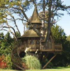 Awesome Treehouse Masters Design Ideas that will Make You Dream to Have It - DecOMG Tree House Masters, Future House, My House, Beautiful Homes, Beautiful Places, Cool Tree Houses, Tree House Designs, Unusual Homes, Earth Homes