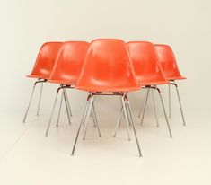 Set of six DSX chairs designed by Charles and Ray Eames in 1950 for Herman Miller, USA. Chromed steel bases and orange fiberglass shell. Shop our full collection of Seating here at Vinterior White Dining Chairs, Dining Chair Set, Living Room Chairs, Art Furniture, Heavy Duty Beach Chairs, Black And White Chair, Black White, Herman Miller Aeron Chair, Round Chair