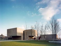"plusarchitekt: "" Everson Museum of Art in Syracuse, New York - Pei Cobb Freed & Partners "" Religious Architecture, Facade Architecture, Amazing Architecture, Landscape Architecture, Everson Museum, Glass Museum, Postmodernism, Brutalist, Beautiful Buildings"