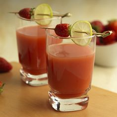 Bebida tropical de toronja, mandarina y fresa – Preparado en el Extractor de Jugos Oster®