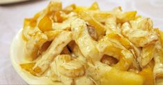 Un aperitivo delicioso: patatas con salsa de queso cabrales. Puedes utilizar la sala con carnes, verduras, pastas... e incluso incorporar otro queso fuerte.