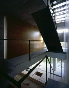 vertical void space through floors  by shogo aratani architect & associates in hyogo, japan  image © kaori ichikawa