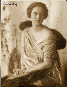 Ileana (daughter of Marie) Princess of Romania Romanian Royal Family, Images Of Princess, Princess Daisy, Royal Beauty, Princess Alexandra, Historical Women, Falling Kingdoms, Photocollage, Portraits