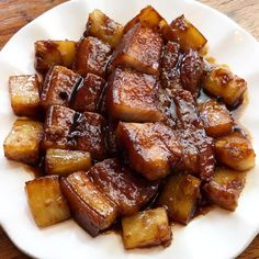 Pork Hamonado is a popular Filipino dish made with pork (belly or tenderloin), pineapple and soy sauce. It has that perfect balance of sweetness and saltiness that makes you crave for more. A mouth-watering dish you will surely love. Pork Belly Recipe Filipino, Pork Belly Recipes, Filipino Recipes, Easy Chicken Recipes, Asian Recipes, Ethnic Recipes, Filipino Food, Paksiw Recipe, Lechon Recipe