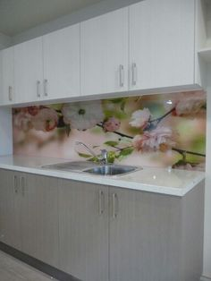 Like the idea of using a wallpaper with a clear glass splash back that can be updated in the future. Condo Kitchen, Glass Kitchen, Diy Kitchen, Kitchen Decor, Kitchen Cabinetry, Kitchen Backsplash, Printed Glass Splashbacks, Interior Design Kitchen, Kitchen Furniture