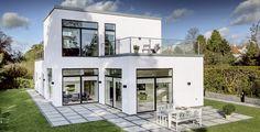Store vinduespartier understreger arkitekturen, ude som inde.