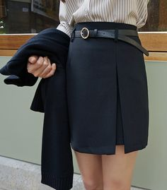 This side slit belted skirt is equal parts smart and sexy!