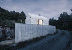 Dekleva Gregoric - Compact Karst house, Vrhovlje 2012. Photos (C) Janez Marolt.