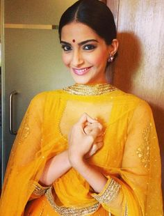 Sonam dons a simple look during the promotion of Raanjhanaa to identify with her character in the movie..