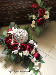 Kompozycja nagrobna komplet 2018 wyk. Sylwia Wołoszynek How To Wrap Flowers, Diy Flowers, Pretty Flowers, Arrangements Funéraires, Christmas Flower Arrangements, Easy Holiday Decorations, Grave Decorations, Contemporary Flower Arrangements, Cemetery Flowers