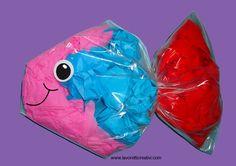 LAVORETTO ESTATE Che ne pensate di realizzare pesciolino con un sacchetto in plastica con chiusura a pressione? Il materiale che occorre è veramente poco e