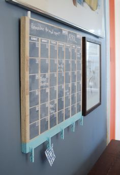 How to: Make an Easy Perpetual Chalkboard Calendar- I love the ciips at the bottom to hanging papers or pictures