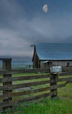 Eastern Oregon, half moon over barn Country Barns, Country Blue, Country Roads, Country Charm, Country Living, Farm Barn, Old Farm, Barns Sheds, Country Scenes