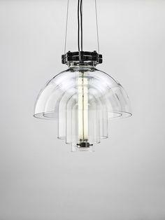 Luminária Moderna de Vidro. Designer: deFORM. Fotógrafo: Martin Chum.
