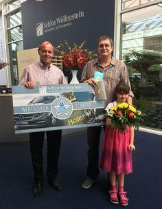 Beim 4. Chemnitzer Entenrennen gab es einen Mercedes unter den gelben Gummi-Renn-Enten. Annika aus Chemnitz hat das Entchen für 5 Euro adoptiert und gewonnen. Gestern hat sie im Autohaus Schloz Wöllenstein in Chemnitz von Jens Carlowitz ihren Preis erhalten.