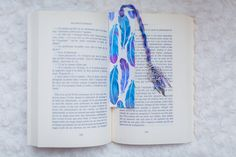 Mark page feathers Watercolor Paper, Fun Crafts, Feathers, Dream Catcher, Hand Painted, Illustrations, Etsy, Crochet, Marque Page