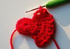 Poppy Crochet Pattern #crochet #pattern #poppy Knitted Poppy Free Pattern, Crochet Leaf Patterns, Craft Patterns, Knitted Poppies, Knitted Flowers, Bobble Crochet, Crochet Stitch, Fast Crochet, Crochet Granny