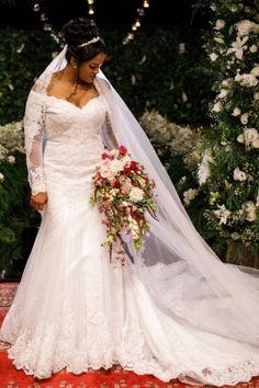 Buquê de noiva por Odeon Decorações. Wedding Dresses, Fashion, Bouquet Wedding, Engagement, Style, Bride Dresses, Moda, Bridal Gowns, Fashion Styles