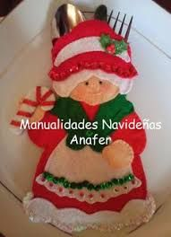 Christmas cutlery holder with patterns Author manualidades navidenas anafer Make yourself beautiful decorative pieces in felt for this C. Felt Christmas Ornaments, Christmas Art, Christmas Projects, Christmas Stockings, Christmas Holidays, Felt Decorations, Christmas Table Decorations, Felt Crafts, Holiday Crafts