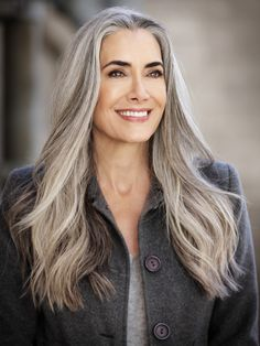 48 Gorgeous Silver Hair Color Ideas For Women Yes to Long Gray Hair Can be Beautiful! Grey Hair Don't Care, Long Gray Hair, Silver Grey Hair, White Hair, Grey Hair Modern, Silver Color, Silver Haired Beauties, Grey Hair Inspiration, Natural Hair Styles