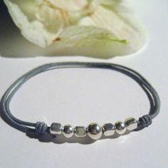 Bracelet à nœuds coulissants gris et perles argent 925